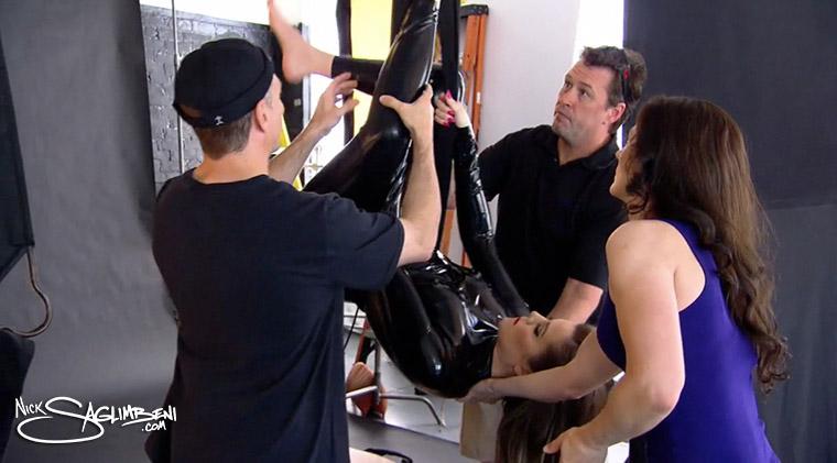 Khloe Kardashian s Sexy Black Latex Shoot        Lighting    Setup