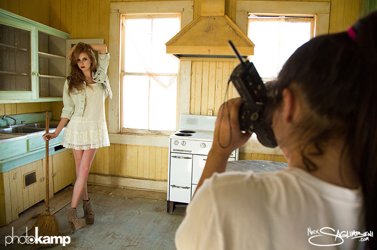 photokamp-nick-saglimbeni-2012-julia-shooting-remi-nelson-model-house-desert
